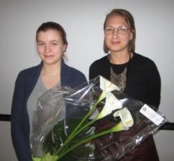 Sanna Kumpulainen ja vuoden 2015 stipendiaatti Saara Vänskä, nykyään yhdistyksen jäsen.